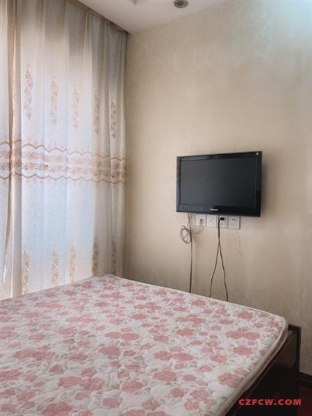 盛世名门,1室2厅实木地板,精装电梯房,厅室分离,水电燃气民用,配套齐全
